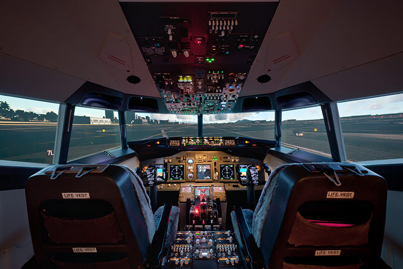 BOEING-737-Full-Cockpit